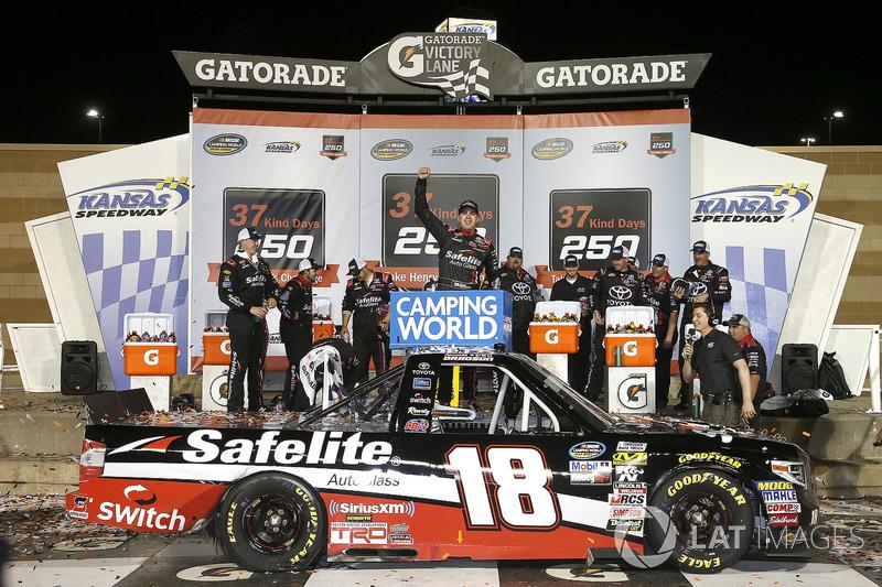 Ganador Noah Gragson, Kyle Busch Motorsports, Toyota Tundra Safelite AutoGlass