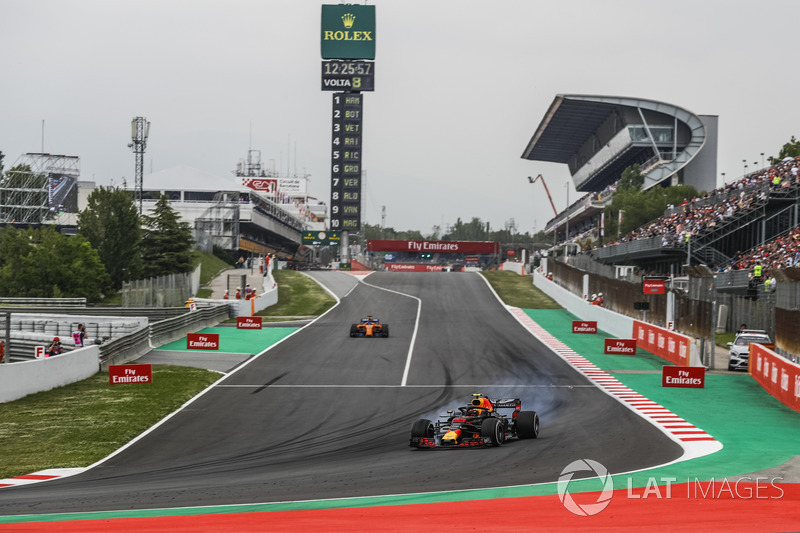 Max Verstappen, Red Bull Racing RB14 locks up