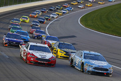 Kevin Harvick, Stewart-Haas Racing, Ford Fusion Busch Light e Ryan Blaney, Team Penske, Ford Fusion REV Group, ripartenza