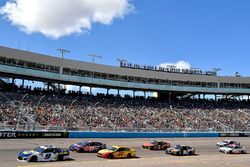 Chase Elliott, Hendrick Motorsports, Chevrolet Camaro NAPA Auto Parts leads Denny Hamlin, Joe Gibbs