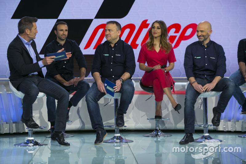 Julio Morales, director de Movistar F1, y parte de su equipo