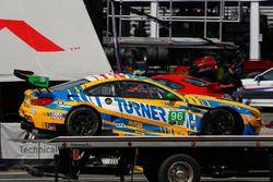 #96 Turner Motorsport BMW M6 GT3, GTD: Crash