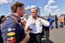 Christian Horner, director del equipo Red Bull Racing y Chase Carey, director ejecutivo y presidente ejecutivo de Formula One Group