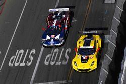 #3 Corvette Racing Chevrolet Corvette C7.R, GTLM: Antonio Garcia, Jan Magnussen, #67 Chip Ganassi Ra