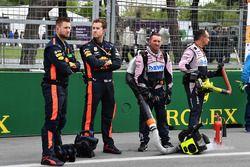 Les mécaniciens Red Bull Racing et Force India sur la grille