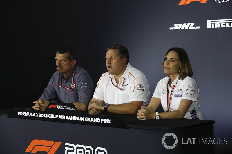 Guenther Steiner, director del equipo de Haas F1, Zak Brown, director ejecutivo de McLaren y Claire Williams, directora adjunta del equipo de Williams en la conferencia de prensa