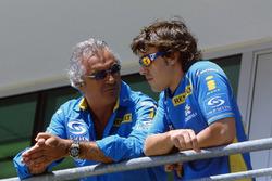Флавио Бриаторе и гонщик Renault Sport F1 Team Фернандо Алонсо