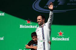 Felipe Massa, Williams viert zijn laatste Braziliaanse Grand Prix op het podium met zoon Felipinho M