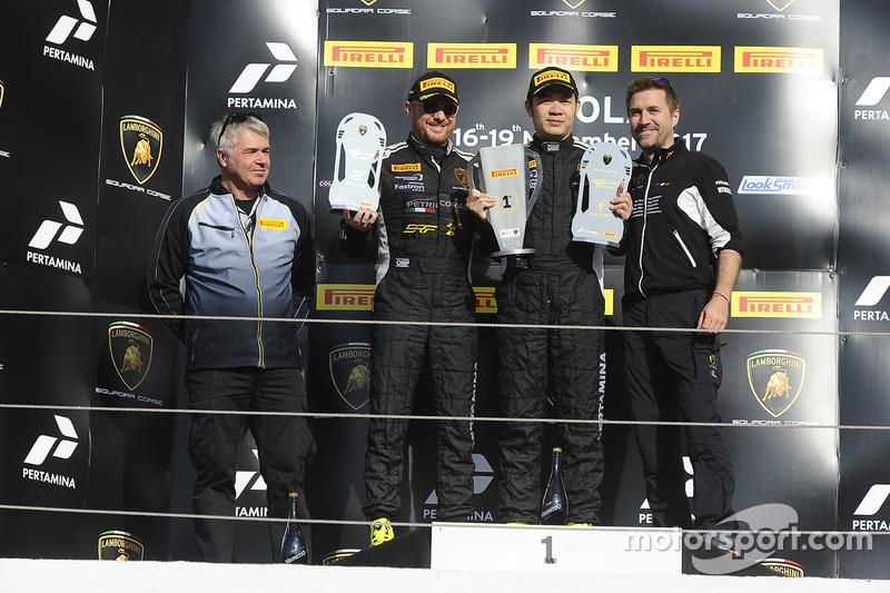 Podio Asia LB Cup: al primo posto #277 Top Speed Racing Team: Supachai Weeraborwornpong, al secondo posto #288 Petri Corse: Gabriele Murroni