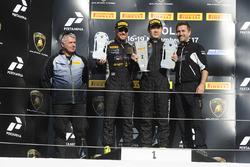 Podium Asia LB Cup : le vainqueur Supachai Weeraborwornpong, Top Speed Racing Team, les deuxièmes, Gabriele Murroni, Petri Corse