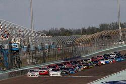 Cole Custer, Stewart-Haas Racing Ford, Tyler Reddick, Chip Ganassi Racing Chevrolet