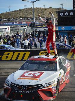 Ganador de la carrera Matt Kenseth, Joe Gibbs Racing Toyota