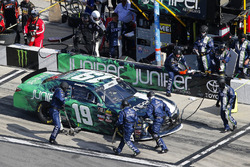 Brandon Jones, Joe Gibbs Racing, Juniper Toyota Camry, pit stop