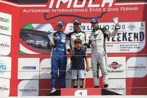 Podio TCR Gara 2: il secondo classificato Luca Rangoni, il vincitore Salvatore Tavano, il terzo classificato Matteo Greco