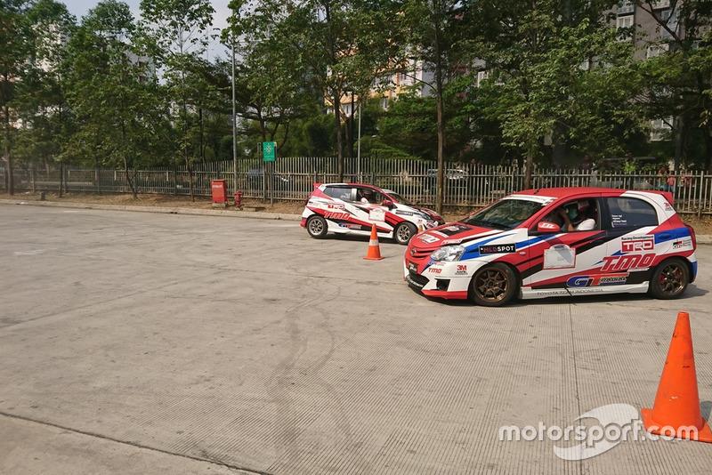 Aksi Tim Slalom Toyota Team Indonesia