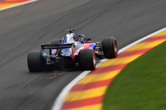 Brendon Hartley, Scuderia Toro Rosso STR13, solleva scintille