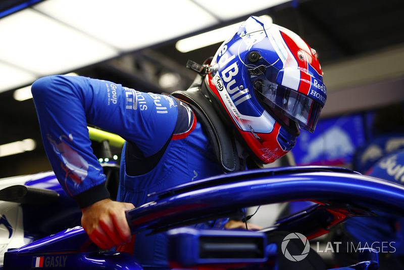 Pierre Gasly, Toro Rosso, enters his cockpit