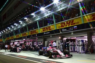 Sergio Perez, Racing Point Force India VJM11, maakt een pitstop