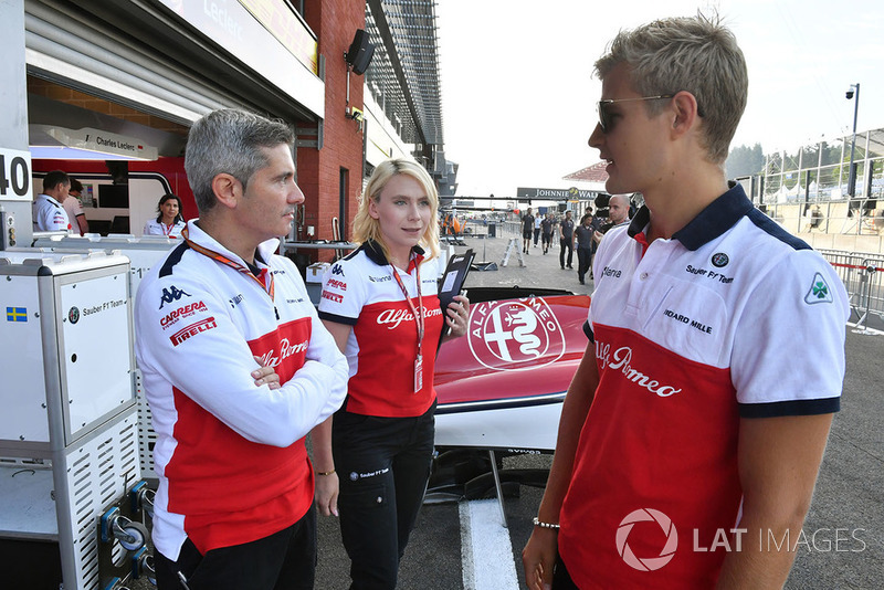 Marcus Ericsson, Sauber with Xevi Pujolar, Sauber Head of Track Engineering and Ruth Buscombe, Sauber Race Strategist