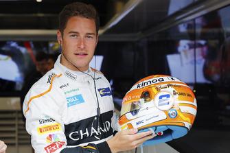 Stoffel Vandoorne, McLaren, shows off a new helmet design, with Bruce McLaren's name on it