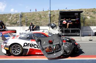 #99 Precote Herberth Motorsport Porsche 911 GT3 R: Robert Renauer, Mathieu Jaminet after the crash