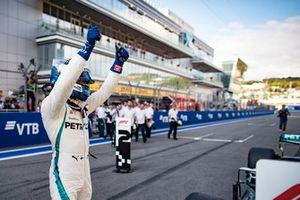 Pole sitter Valtteri Bottas, Mercedes AMG F1