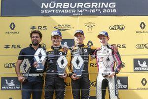Podio: il vincitore Max Fewtrell, R-Ace GP, il secondo classificato Victor Martins, R-Ace G, il terzo classificato Charles Milesi, R-Ace GP