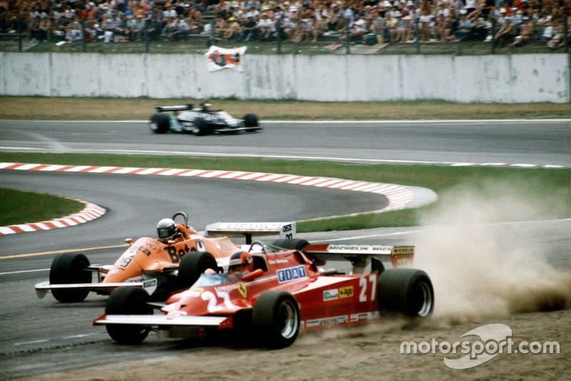 Gilles Villeneuve, Ferrari, sort de la piste devant Riccardo Patrese, Arrows
