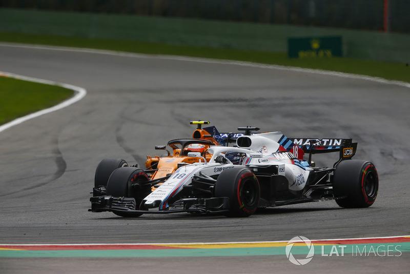 Lance Stroll, Williams FW41, wyprzedza Stoffela Vandoorne'a, McLaren MCL33