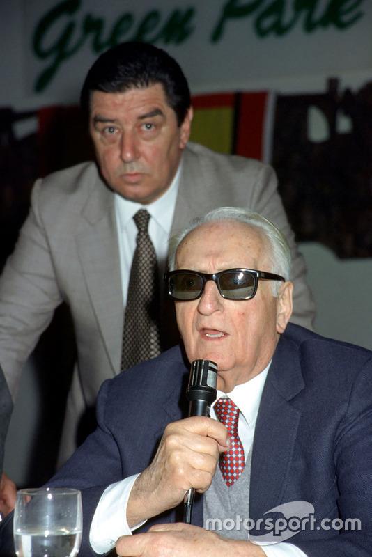 Maranello 1984, Enzo Ferrari durante una riunione con i giornalisti