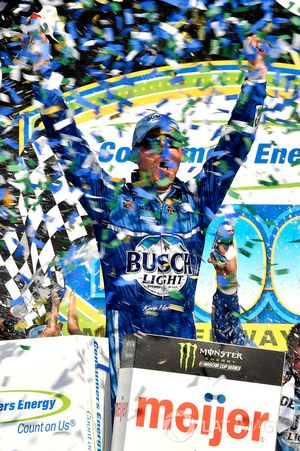 Kevin Harvick, Stewart-Haas Racing, Ford Fusion Busch Light / Mobil 1 wins