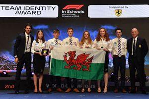 Ganadores con Antonio Giovinazzi, Ferrari y Jock Clear, ingeniero jefe de Ferrari