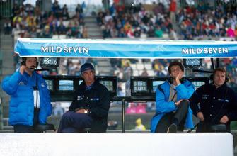Менеджер Benetton Хоан Вильяделпрат, руководитель команды Флавио Бриаторе и Том Уокиншоу