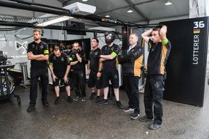 DS TECHEETAH team commiserate in the garage after their last lap retirement