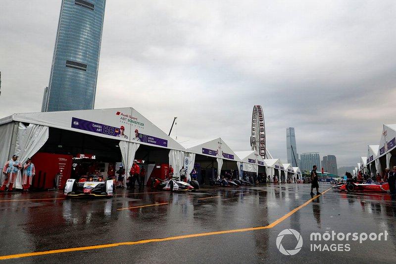 Cars leave their garages ahead of the practice session, led by Daniel Abt, Audi Sport ABT Schaeffler, Audi e-tron FE05, Lucas Di Grassi, Audi Sport ABT Schaeffler, Audi e-tron FE05
