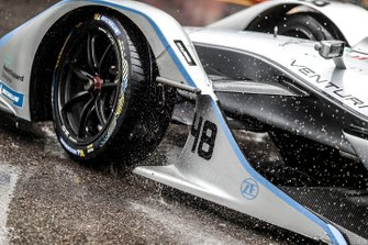 Rain hitting the front of the car of Edoardo Mortara, Venturi Formula E, Venturi VFE05
