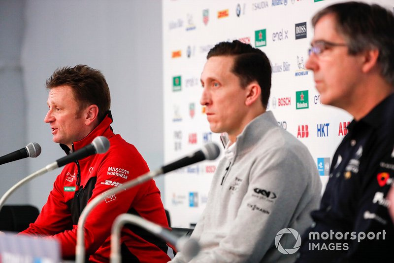 Allan McNish, Team Principal, Audi Sport Abt Schaeffler basın toplantısında James Barclay, Team Director, Panasonic Jaguar Racing, Mark Preston, Team Principal, DS TECHEETAH