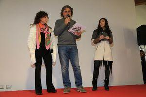 Rossella Simoncelli, Paolo Simoncelli y Kate Fretti en la inauguración de la Casa Marco Simoncelli