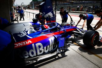 Daniil Kvyat, Toro Rosso STR14, is returned to his garage