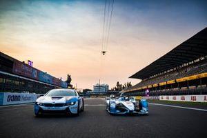 BMW i8 Safety car alongside Antonio Felix da Costa's BMW I Andretti Motorsports, BMW iFE.18 on the grid