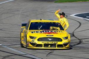 Joey Logano, Team Penske, Ford Mustang Pennzoil celebrates his win