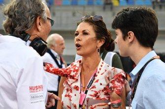Mansour Ojjeh, copropietario de McLaren, y Catherine Zeta Jones, actriz