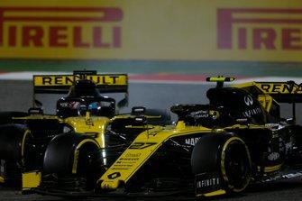 Nico Hulkenberg, Renault R.S. 19, battles with Daniel Ricciardo, Renault R.S.19