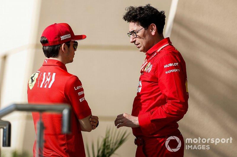 """Mattia Binotto explicou depois: """"Eu entendo o sentimento de Charles, é uma pena para ele. Mas naquela fase da corrida as Mercedes estavam um pouco mais rápidas, acho que simplesmente tentamos dar a Sebastian uma chance e ver se poderíamos ter igualado o ritmo deles, que era fundamental."""""""