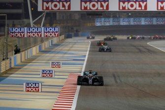 Lewis Hamilton, Mercedes AMG F1 W10, Valtteri Bottas, Mercedes AMG W10, en Max Verstappen, Red Bull Racing RB15