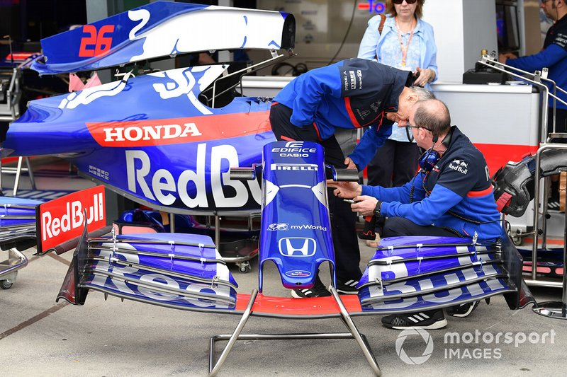 Franz Tost, Team Principal, Toro Rosso, inspects a front wing