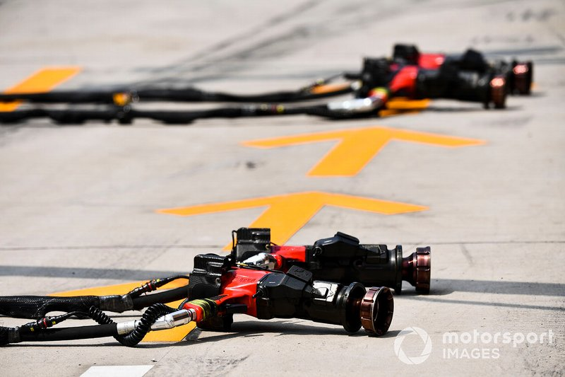 Wheel guns in the pit lane