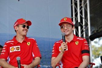 Sebastian Vettel, Ferrari, et Charles Leclerc, Ferrari, sur scène