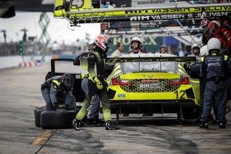 #12 AIM Vasser Sullivan Lexus RC F GT3, GTD: Frank Montecalvo, Townsend Bell, Aaron Telitz, pit stop