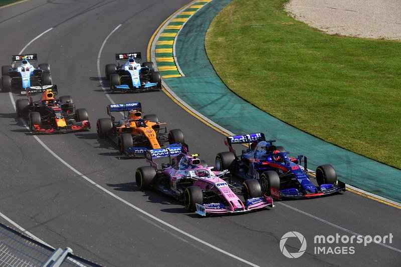 Daniil Kvyat, Toro Rosso STR14, Lance Stroll, Racing Point RP19, Carlos Sainz Jr., McLaren MCL34, Pierre Gasly, Red Bull Racing RB15, George Russell, Williams Racing FW42, and Robert Kubica, Williams FW42, al inicio